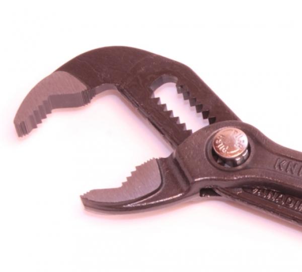 Разводной сантехнический ключ KNIPEX Cobra KN8701150