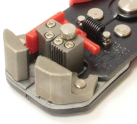 Автоматический инструмент для снятия изоляци Yato YT-2270 205 мм